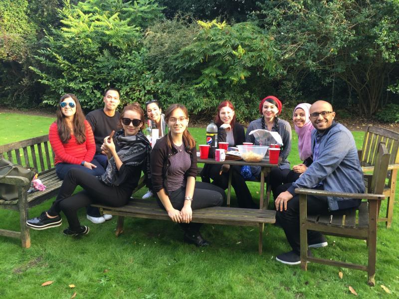 Grads relaxing in 11 Norham Gardens